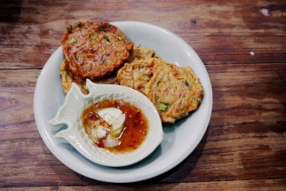 Thai style fishcakes with chilli sauce